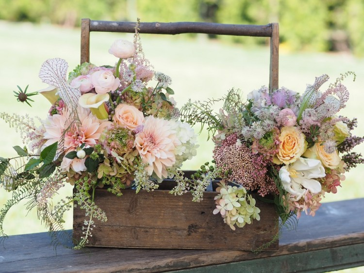 Colors and Flowers for Late Summer Weddings